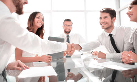 handshake of reliable partners in the office Stockfoto