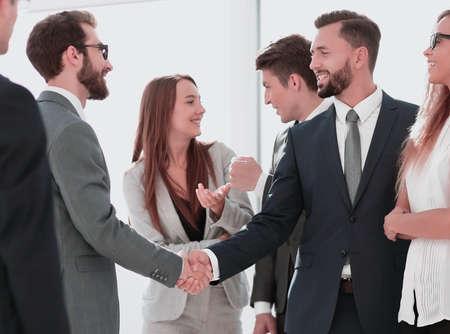 reunión de negocios socios comerciales en la oficina