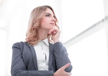 femme moderne regardant copie espace.i Banque d'images