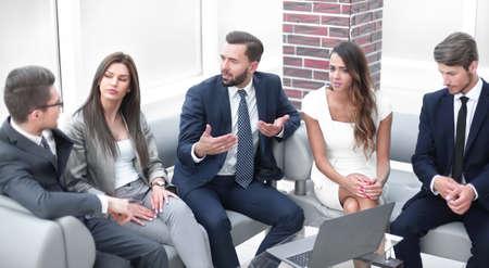 businessman tells the team about the problems Reklamní fotografie