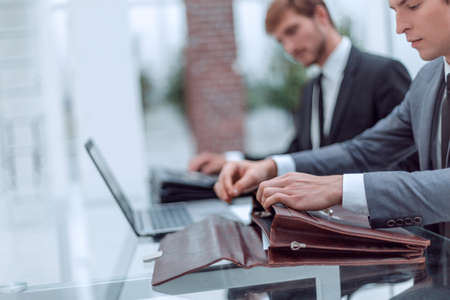 close up. businessman opening briefcase sitting at office Desk Zdjęcie Seryjne