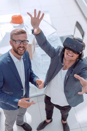 architect showing client the project through VR helmet Archivio Fotografico - 133203844