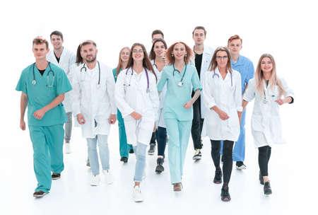 Ansicht von oben. eine Gruppe lächelnder Ärzte, die auf Sie zeigen.