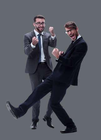 im vollen Wachstum. zwei glückliche tanzende junge Geschäftsleute