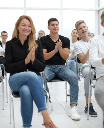 group of young people applaud at a group meeting Standard-Bild