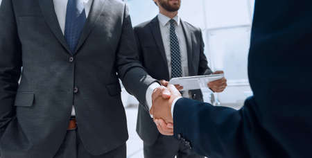 welcome and handshake of business partners . business concept 版權商用圖片 - 143882304