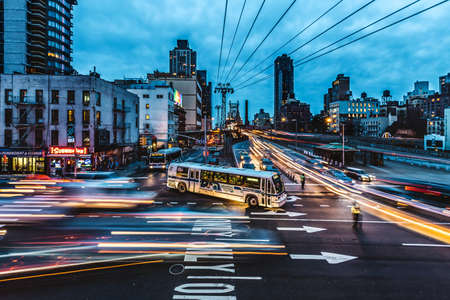 맨하탄 뉴욕 Queensboro Bridge에서 2016 년 1 월 러시아워 교통량
