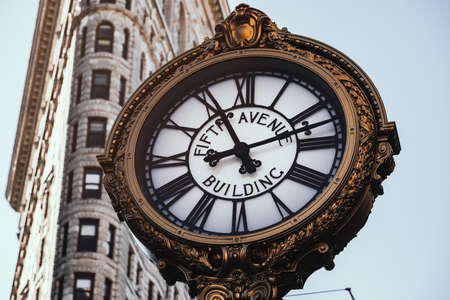 New York City - USA - JAN 30 2019: Fifth Avenue Building Clock in Flatiron District at early morning Éditoriale