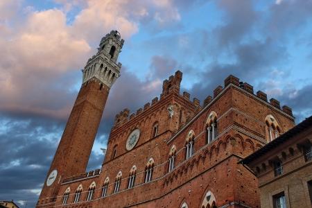 palazzo: Il Palazzo pubblico in Siena and La torre del Mangia in Siena, Tuscany, Italy