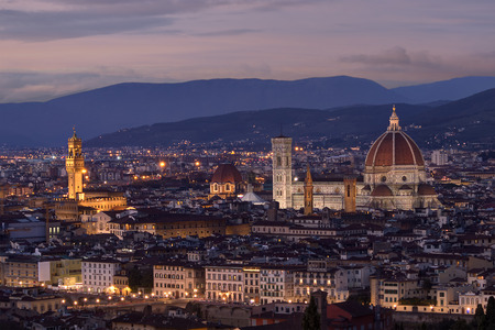 An aerial view of Florence cityscape at dusk, in a clear evening with pink clouds Standard-Bild