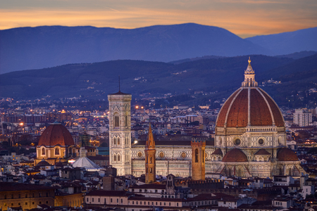 view of Florence cathedral, its dome, the baptistery and the Giotto's tower bell at night Standard-Bild