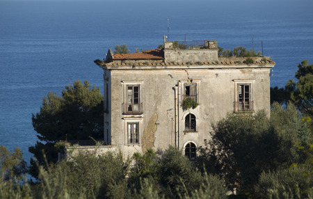 An old, ruined palace on the sea of  Sorrento Coast, near Naples, Italy Standard-Bild