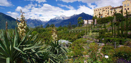 meran: Castle Trauttmansdorff and the Texel Group in South Tyrol Stock Photo
