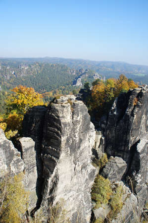attraktion: Rugged sandstone rocks and colorful deciduous forests in the Saxon Switzerland in Germany Stock Photo