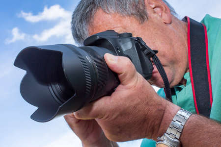 Fotograaf met een camera bij het fotograferen