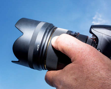 Hand met camera Stockfoto