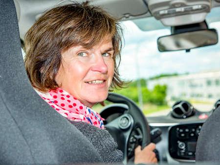 Woman in car Standard-Bild