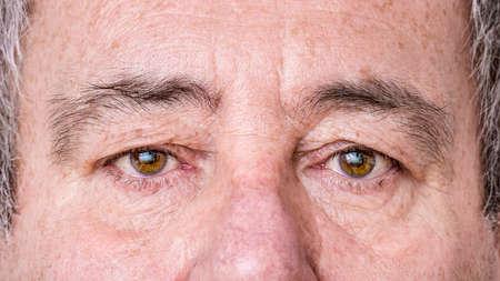 노인의 얼굴에서 클리핑 스톡 콘텐츠 - 91516174