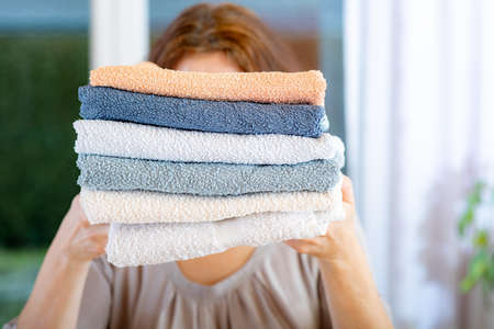 Woman carries towels Banque d'images