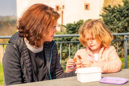 Woman with child picnic on castle Scharfenstein Imagens
