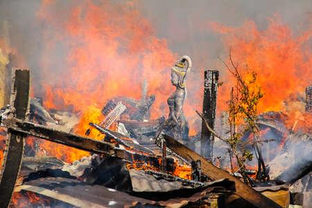 madre terra: Statua del fuoco della Madre Terra e del legno Archivio Fotografico