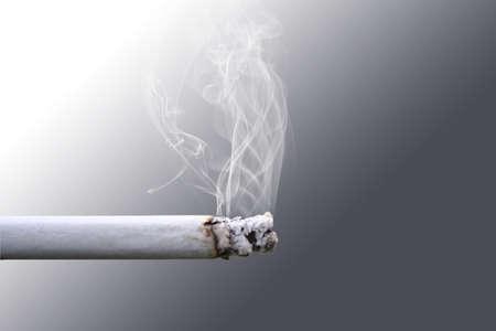 cigarette smoke: Fumo di sigaretta