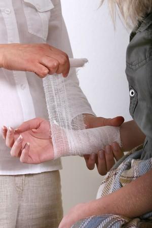 curitas: primeros auxilios de la mano Foto de archivo