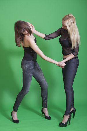 dominare: autodifesa tecnica - la donna ha colpito una braciola di karate al collo