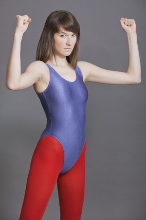 turnanzug: junge Frau in Leotard tun, Fitness und aerobic-�bungen