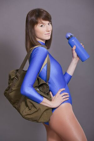 lycra: young woman with sport bag and bottle in her hands