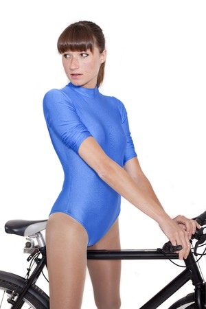 turnanzug: Frau in blau Leotard auf Bike - shot in Studio over white