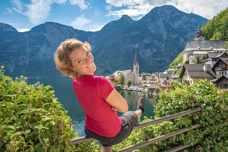 overlooking the lake in the Austrian town of Hallstatt in tourist season in summer Stock fotó