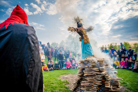 burning of witches according to tradition on Walpurgis Night. public event with fire and celebrations Stockfoto