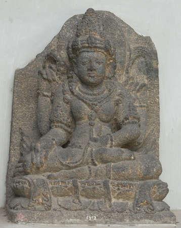 fertility goddess: Statue of Dewi Sri