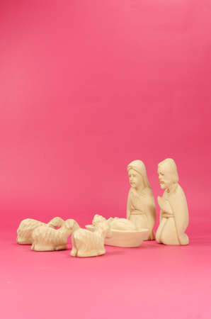 madre e hijos: Christmas Crib Figures Curved From Wood Representing Holy Family And Animals Foto de archivo