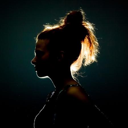 visage profil: Silhouette d'une belle jeune femme Banque d'images