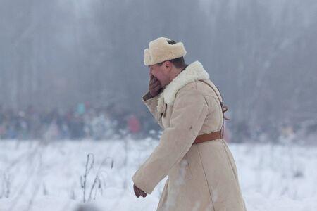 ST. PETERSBOURG, Russie - 20 janvier: Participant de reconstitution historique de briser le siège de Leningrad (18/01/1943) le 20 Janvier 2013, à Saint-Pétersbourg, Russie Banque d'images - 17523780