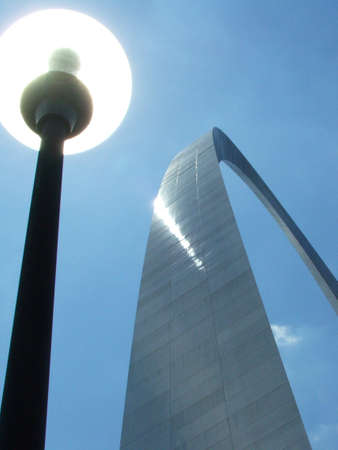 st  louis arch: Street light at St. Louis Arch