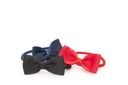 bow hair: Pelo de goma en forma de inclinarse fondo blanco y Foto de archivo