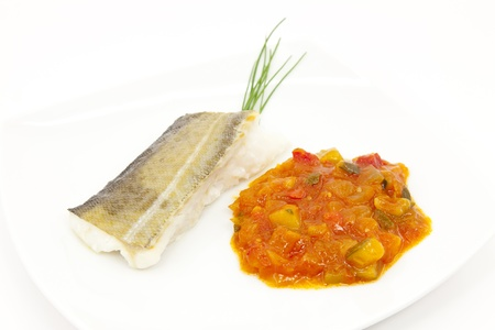 bacalao: Lomo de bacalao con salsa de tomate con verduras