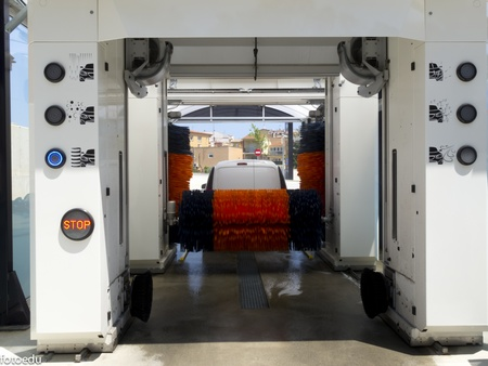 Automatic tunnel car wash operation