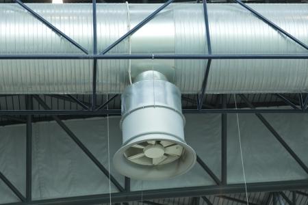Luftkanal für die Extraktion und Klimaanlage