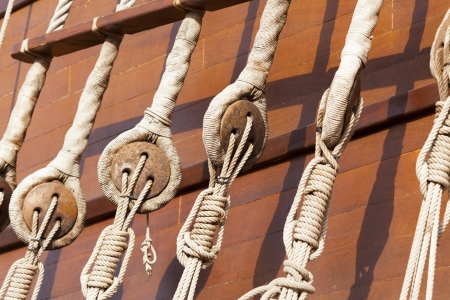 poleas: Poleas en un velero viejo