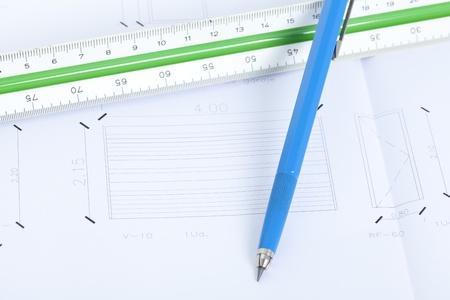 Planes de la casa con escalador y l�piz