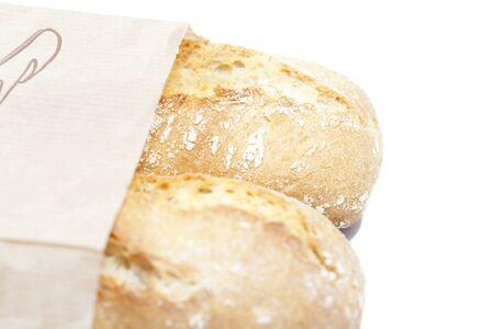 Panes artesanales envuelto en una bolsa de papel