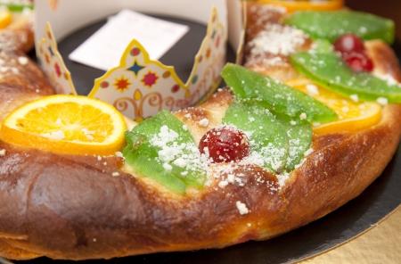 El rosc�n de Reyes es un pan hecho? Con una fruta dulce en forma de pasta toro adornado con cristalizado