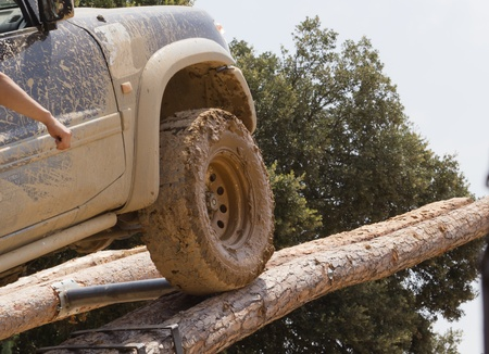 4wd: Terrain climbing an obstacle tree trunks