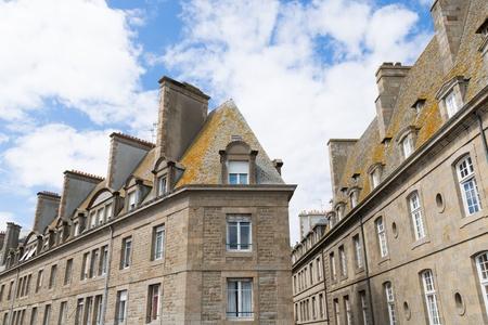 st malo: Le mura e le case di St Malo in Bretagna, Francia