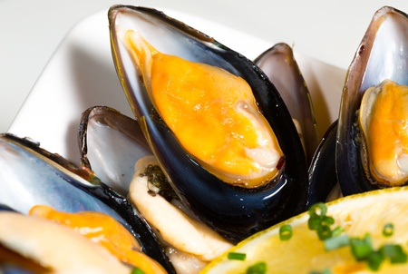 chive: Delicious fresh mussels with lemon and chive pieces