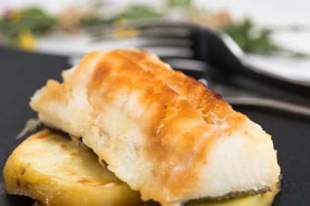 potato cod: Cod with honey with a baked potato base
